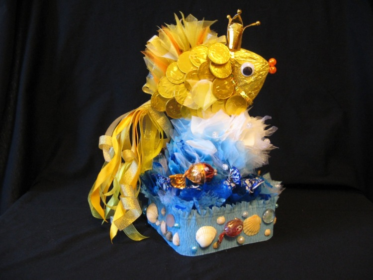 Золотая рыбка из конфет мастер класс с пошаговым
