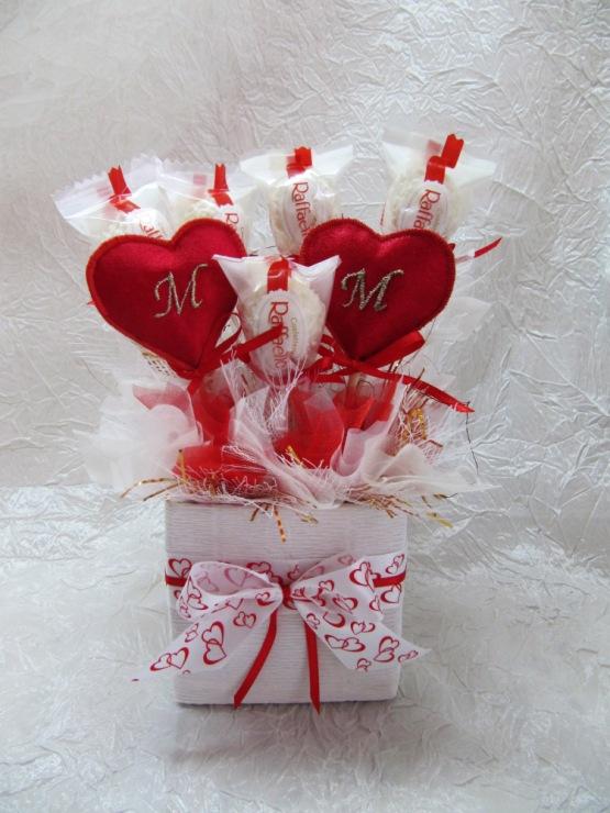 Подарки на валентина из конфет