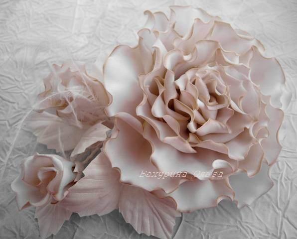 Украшение цветами из ткани