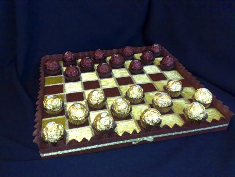 Шахматная доска из конфет своими руками 47