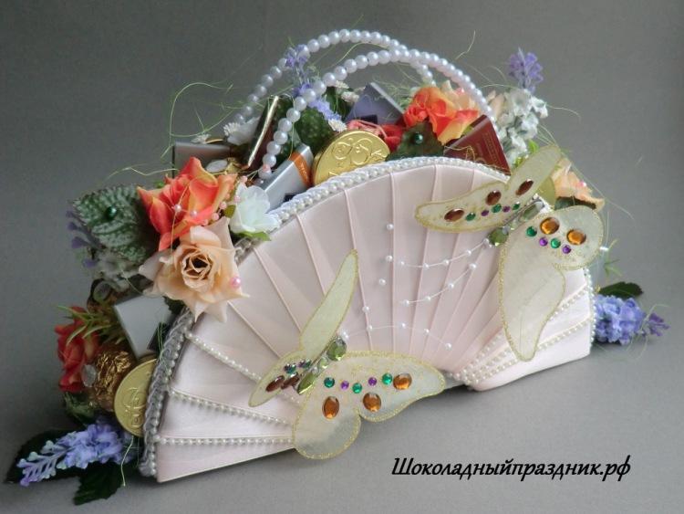 Как сделать сумочку с цветами из конфет - Leksco.ru