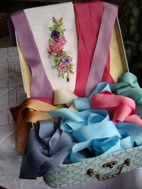 Ткани которые используют для вышивки лентами